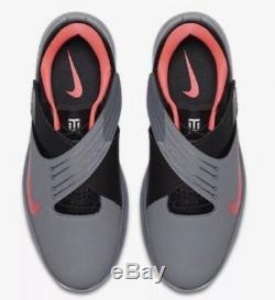 Nike x Tiger Woods TW 17 Golf Shoes Grey Pink Punch Black SZ 13 Mens 880955-003