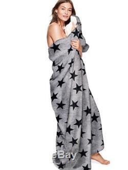 Ner Victoria's Secret Couverture Sherpa Rose Étoiles 60 X 72 Gris Avec Des Étoiles Noires